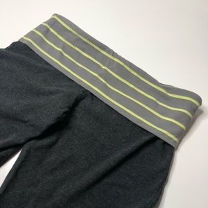 Old Navy Striped Rollover Active Capris Pa…